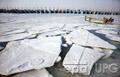 В Азовському морі з крижаного полону звільнено десятьох осіб