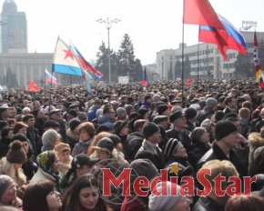 Активісти Донецька штурмують місцеву прокуратуру та СБУ