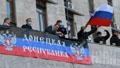 Донецькі сепаратисти провели спокійну ніч в ОДА та очікують на підтримку людей з Росії