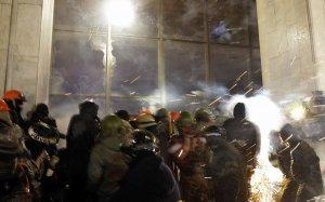 Бойовики штурмують Луганський райвідділ міліції