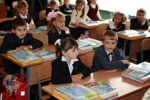 Готуємо дитину до школи: що робити для уникнення сколіозу