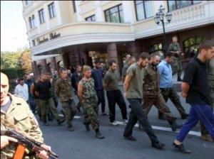 700 українських вояків досі залишаються в полоні