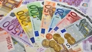 Нацбанк суттєво знизив курс євро