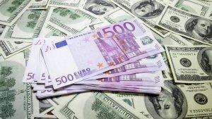 Курс валют на 19 травня: долар дещо подешевшав, а євро далі повзе вгору