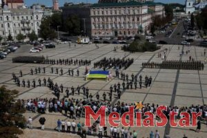 На Софійській площі відбувся видовищний флешмоб парадного розрахунку Державної прикордонної служби України