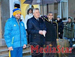 У Львівському училищі фізичної культури урочисто піднято прапори з нагоди проведення ХІV зимового Європейського юнацького олімпійського фестивалю