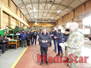 Працівники оборонного підприємства у Львові отримали військові відзнаки