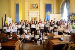 У Львові переможець інтернет-олімпіади з ІТ отримав премію 10 тис грн, а школа, де він вчиться, — новий комп'ютерний клас