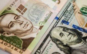 Официальный курс: гривня укрепилась к доллару и евро