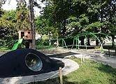 На дитячому майданчику на пл. св. Юра облаштовують нові елементи