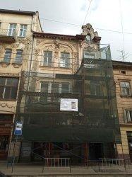 У будинку на вул. Дорошенка, 11 реставрують балкон і еркер