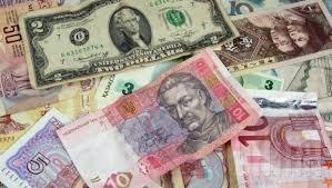 Офіційний курс: гривня ослабла до долара та євро