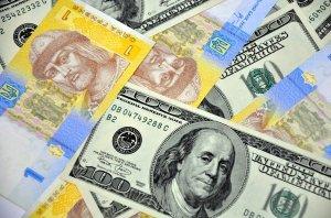 Офіційний курс: гривня знизилася до доллара та євро