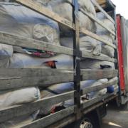 Працівники Галицької митниці в автомобілі  виявили понад тонну взуття