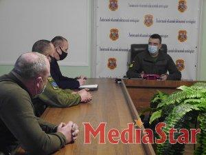 Під час робочої зустрічі військовий комісар полковник Дмитро Бобров та сержант резерву Іван Тимочко обговорили спільні кроки для покращення співпраці роботи територіальних центрів