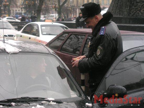 ДАІшники замість штрафів роздавали різки (ФОТОРЕПОРТАЖ)