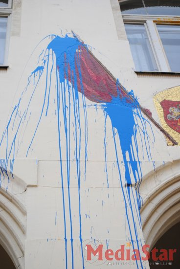 Провокація проти росіян: російську школу у Львові облили фарбою (ФОТО)