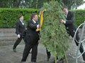 Вінок, що впав на Януковича продали з молотка за 42 тисячі гривень