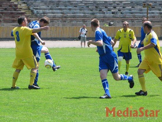 Краківські та львівські депутати зустрілись на футбольному полі (ФОТО)